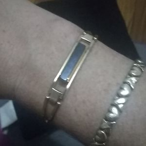 Unique vintage Avon bangle!
